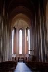 天井のアーチが連なる独特の内装